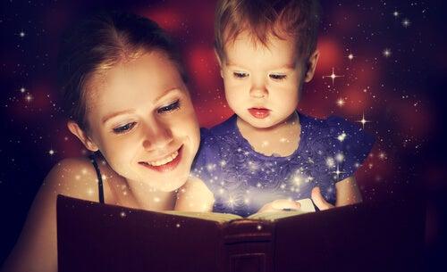 Mama czyta dziecku