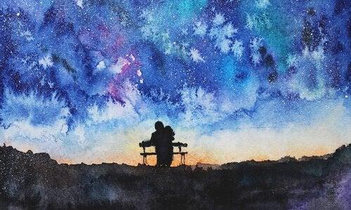 Para na ławce i rozgwieżdżone niebo.