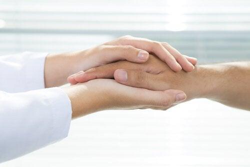 Ręce lekarza i pacjenta