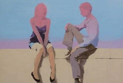 Siedząca para na murze