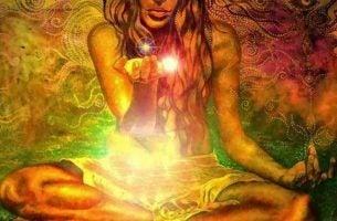 Pragnienia? Kobieta ze światłem w dłoni