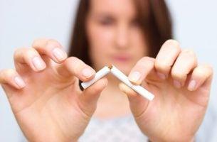Rzucamy palenie - złamany papieros