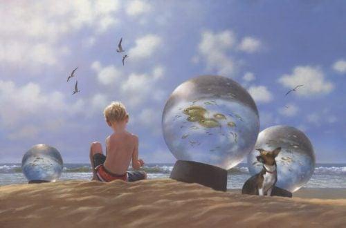 Chłopiec i wielkie szklane kule z rybami