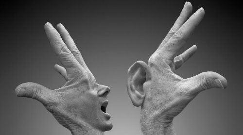 Dwie dłonie jedna krzyczy, druga słucha