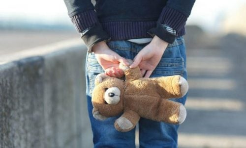 Krzywd zadanych przez uderzenie nie wyleczą piżamy w misie