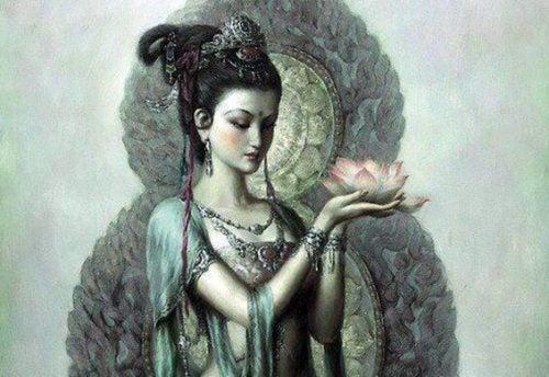 Piękna hinduska trzyma kwiat
