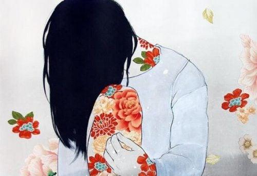 Siedząca kobieta w kwiatach