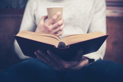 Przestrzeń osobista to może być książka i kawa