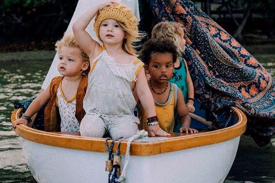 Dzieci w łódce.