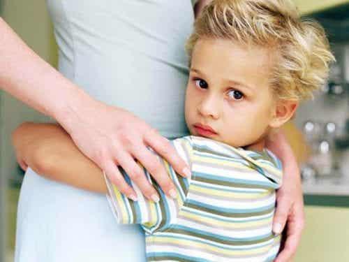 Hiper - rodzicielstwo, nowy trend, który niszczy dzieciństwo