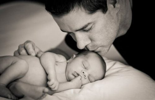 """Ojciec, który troszczy się o dziecko nie tylko """"pomaga"""""""