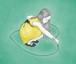Dziewczynka rysuje serce