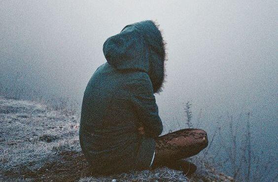 Samotna dziewczyna.