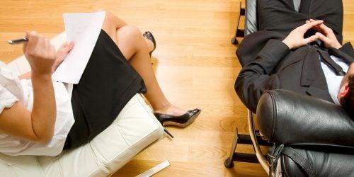 Amnezja dysocjacyjna wymaga terapii
