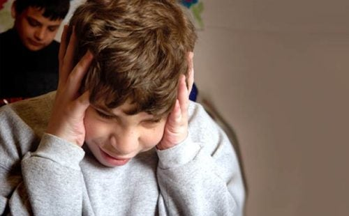 Chłopiec chory na autyzm