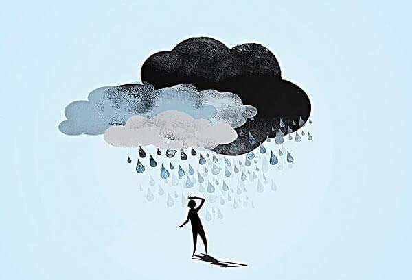 Wielka chmura z deszczem wisząca nad człowiekiem.