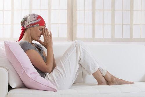 Chora na raka kobieta się martwi