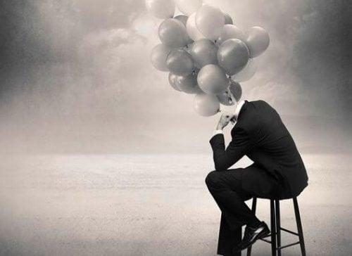 Człowiek z balonami