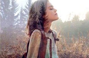 Dziewczyna i drzewa - lubię ludzi którzy cenią naturę