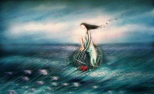 Dziewczyna pływająca na klatce z sercem w oceanie