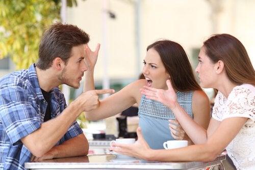 Kłótnia przyjaciół - codzienne zwyczaje