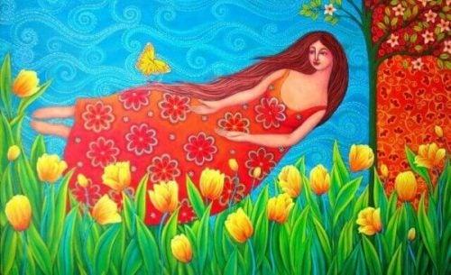 Kobieta odczuwa szczęście i płynie nad kwiatami