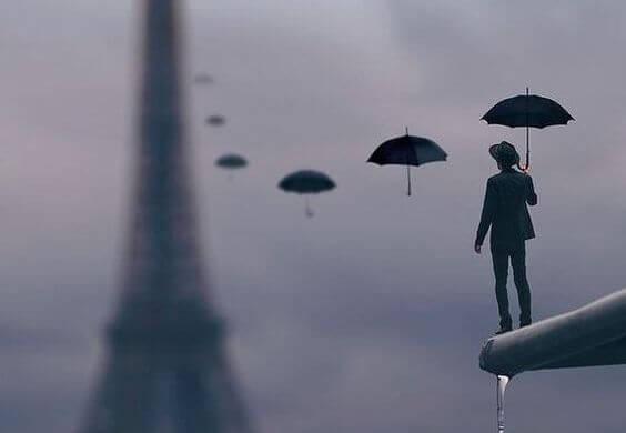 Mężczyzna z parasolkami.