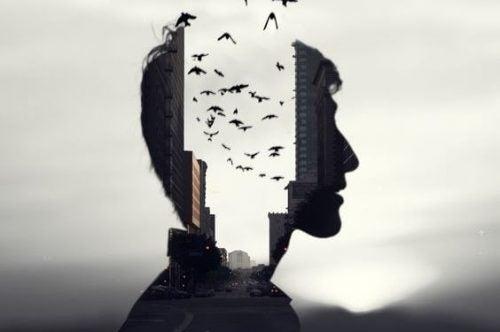 Myślenie o sobie - Mężczyzna z ptakami wylatującymi z głowy