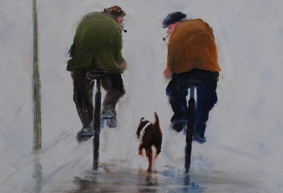 Dwóch starszych panów na rowerach i pies.