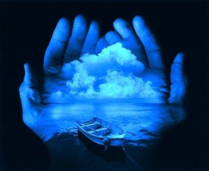 Zdjęcie morza na dłoniach