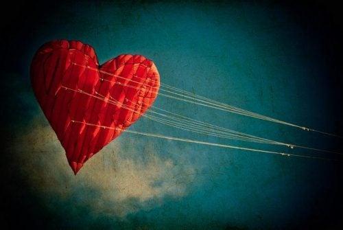 Serce ciągnięte na linach