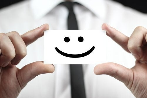 Uśmiech narysowany na kartce - dobry szef