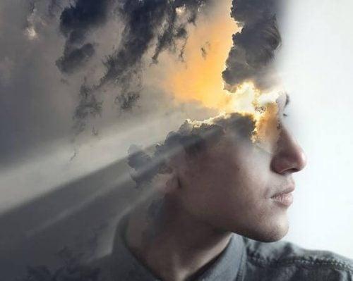 Kolaż twarzy chłopaka i przebijającego się zza chmur światła