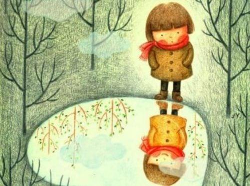 Dziecko patrzące na swoje odbicie w stawie
