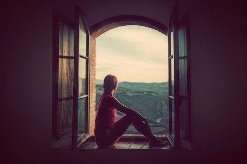 Dziewczyna w oknie.