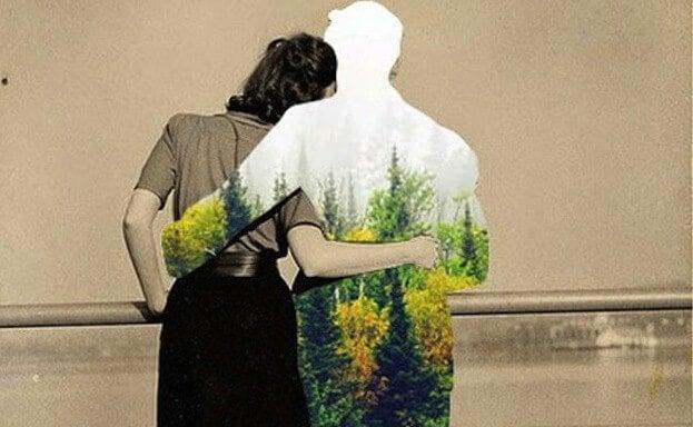 Jesteś szczęśliwy - przytulasz. Kobieta obejmuje mężczyznę.