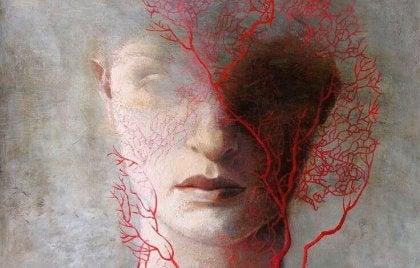Kobieta z rudymi włosami.