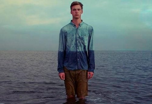 Mężczyzna w oceanie