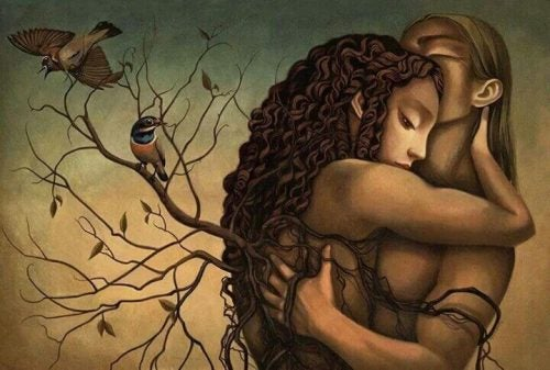 Para w uścisku pośród gałęzi i ptaków