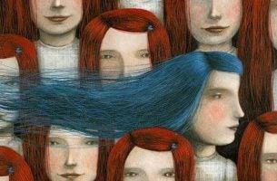 Roztropność - dziewczyna z niebieskimi włosami.