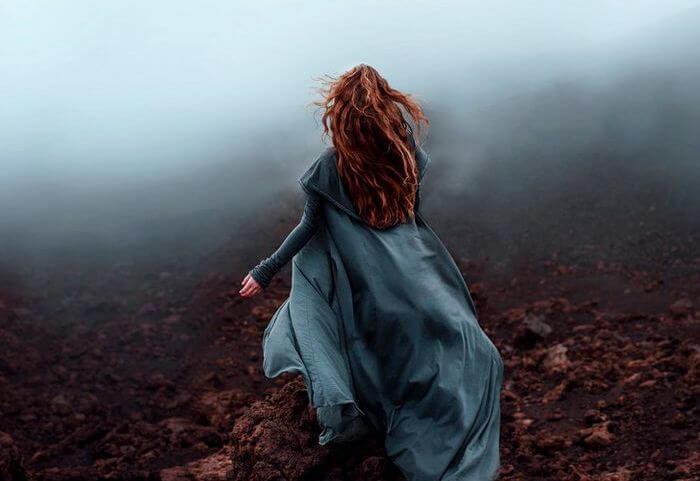 Uciekająca dziewczyna.