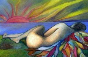 Człowiek leży o zachodzie słońca - miłość