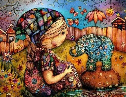 Dziewczynka i słonik na podwórku
