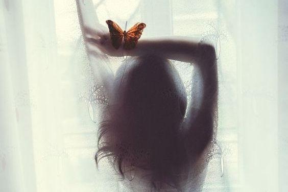 Kobieta i motyl.