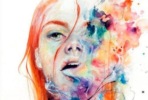 Kobieta i kolorowy dym