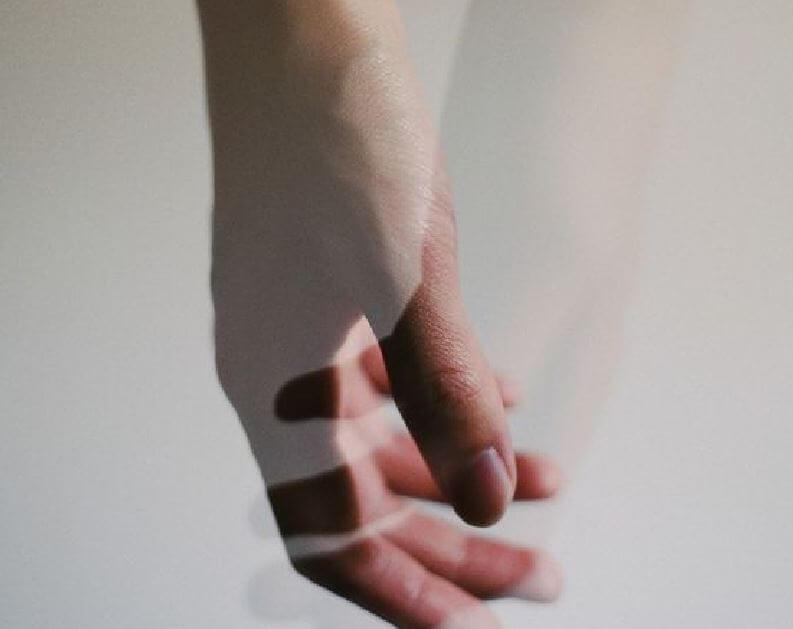 Transparentna dłoń.