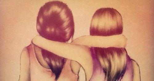 Przyjaciółki stoją ramię w ramię