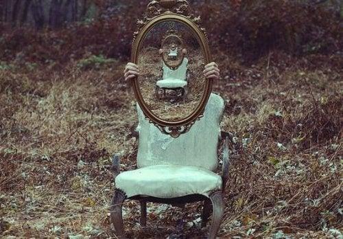 Odbicie lustra w lustrze