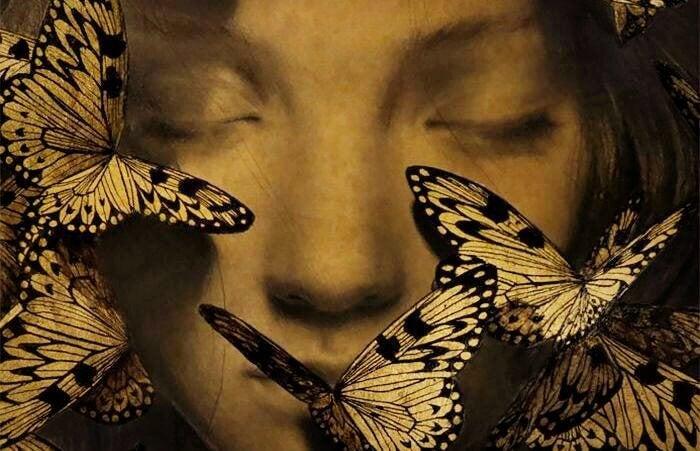 Twarz dziewczyny i motyle.