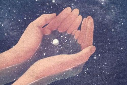 Wszechświat trzymany w dłoniach